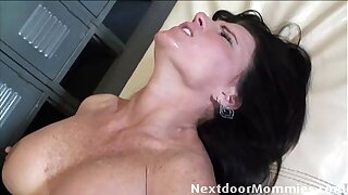 Hot cougar fucked in the pussy