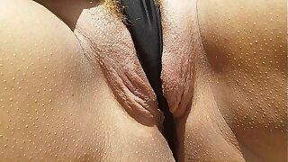 Loira não aguentou ver a amiguinha da escola pelada e a buceta começou a latejar