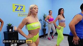 Gorgeous Babes (Abella Danger, Katana Kombat) dancing fucking - Brazzers