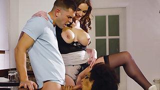 Sexy Voyeur Maid Luna Corazon